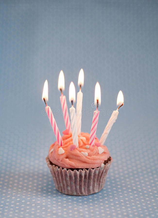 день рождения миражирует пинк пирожня вкусный стоковые изображения rf