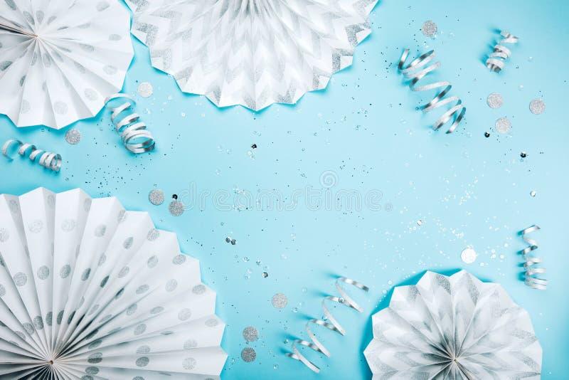 День рождения на сини стоковое изображение