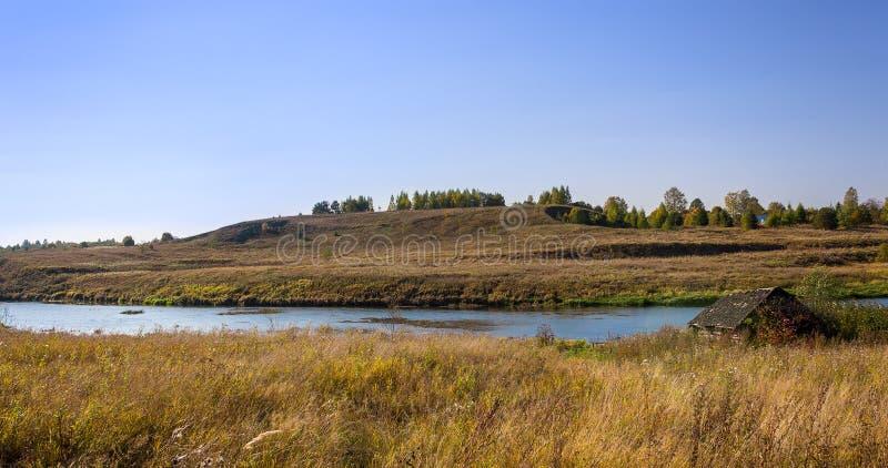 День Msta реки яркий солнечный в осени стоковое изображение