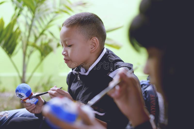 День ` s детей ` s Таиланда национальный - день ` s детей Популярная деятельность к красить для модели - Chiangmai Таиланд -13 Ja стоковое фото