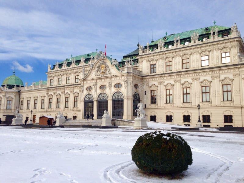 День Snowy дворца бельведера стоковые фотографии rf