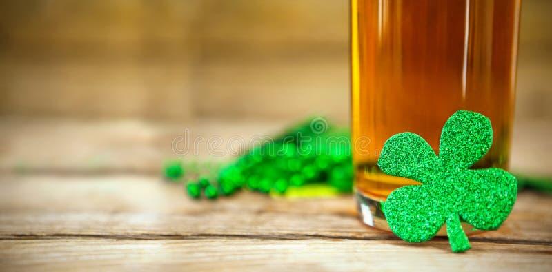 День St. Patrick Shamrocks бесплатная иллюстрация