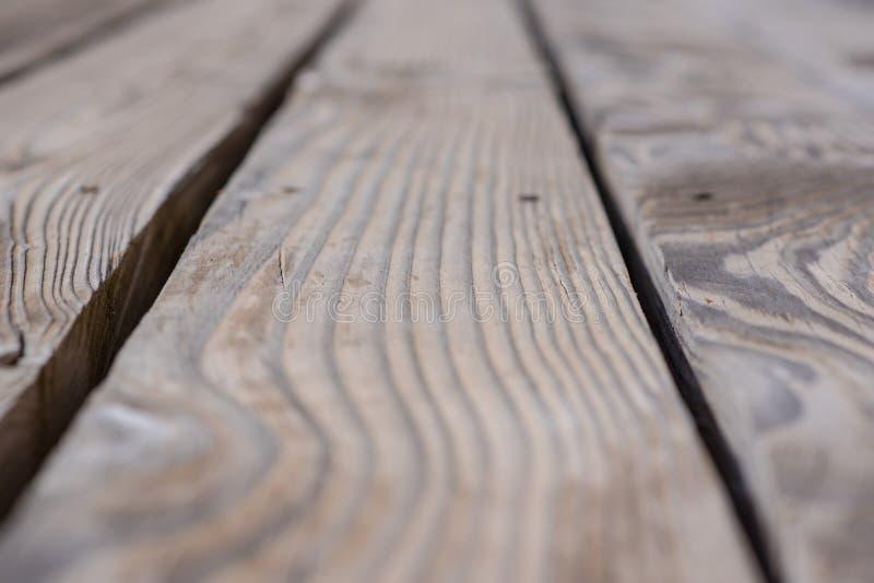Деревенская выдержанная предпосылка амбара деревянная с узлами и отверстиями ногтя стоковые изображения