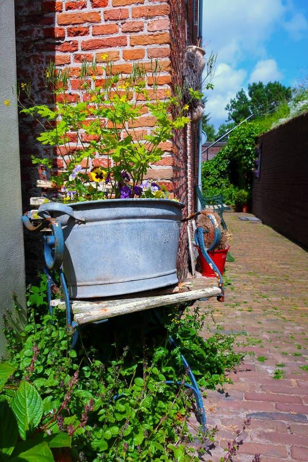 Деревенская голландская улица стоковая фотография rf
