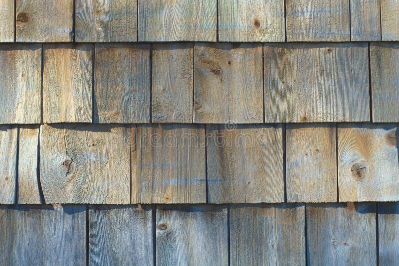 Деревенская деревянная картина предпосылки архитектуры гонта кедра стоковое изображение rf