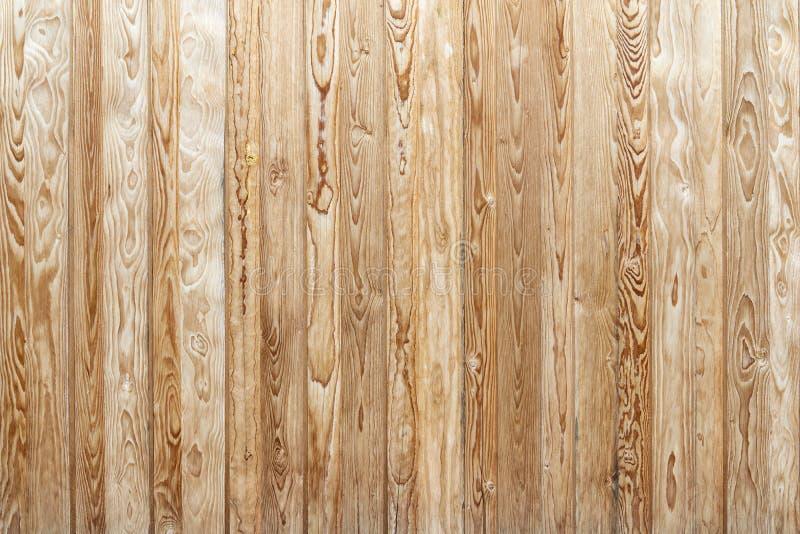 Деревенская коричневая деревянная стена вертикальных доск стоковые изображения