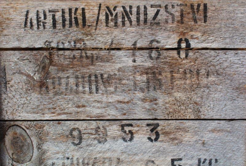 Деревенская светлая грубая деревянная текстура с черным текстом стоковые фото
