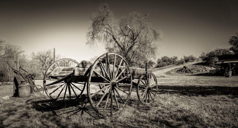 Деревенская фура в поле - Sepia стоковое фото rf