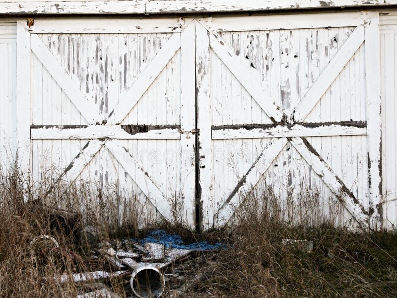 Деревенские двери амбара стоковые фото