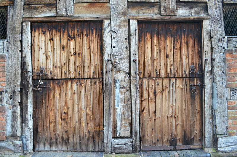 Деревенские двери амбара стоковые фотографии rf