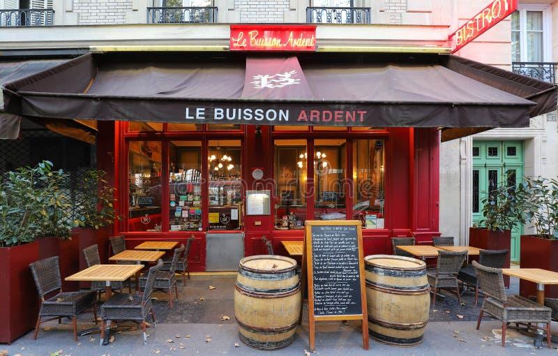 Деревенские и своеобразные бистро Le Buisson Пылк расположенное около университета Jussieu в Париже, Франции стоковое фото rf