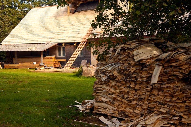 деревенский дом конструкции вниз стоковые изображения rf
