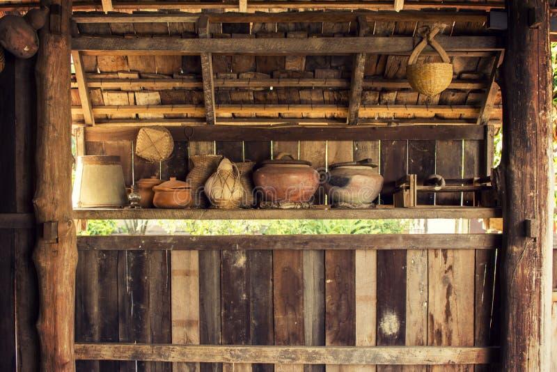 Деревенский kitchenware уроженца lue tai на северной в Таиланде стоковые фотографии rf