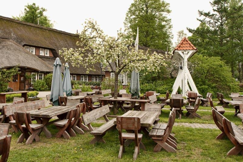 Деревенское внешнее кафе стоковое фото rf