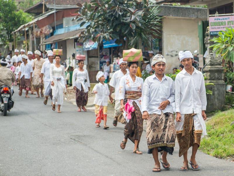 Деревня Бали церемониальная марширует стоковое изображение rf