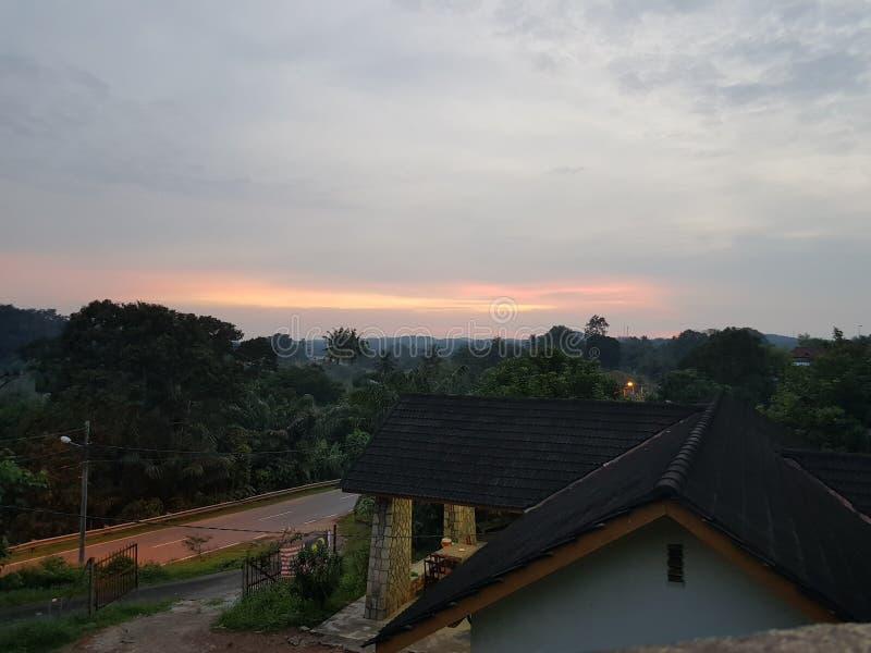 Деревня в заходе солнца Малайзии стоковое фото rf