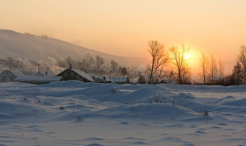 Деревня в снеге стоковая фотография rf