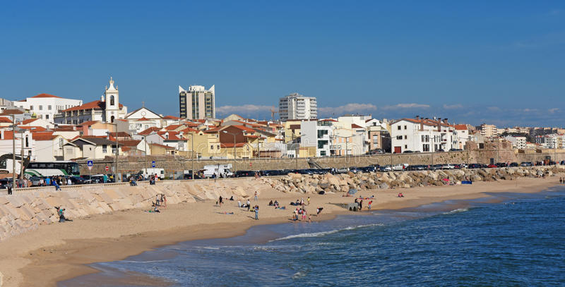 Деревня и пляж Buarcos, Figueira da Foz, Португалия стоковые изображения