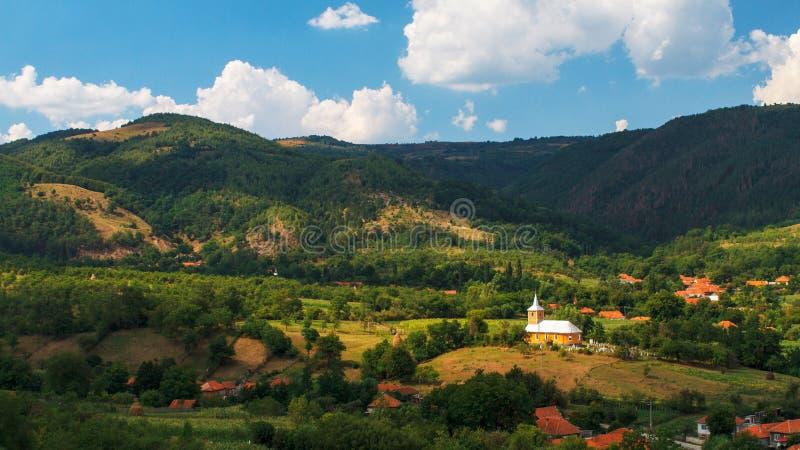 Деревня и церковь стоковое изображение rf