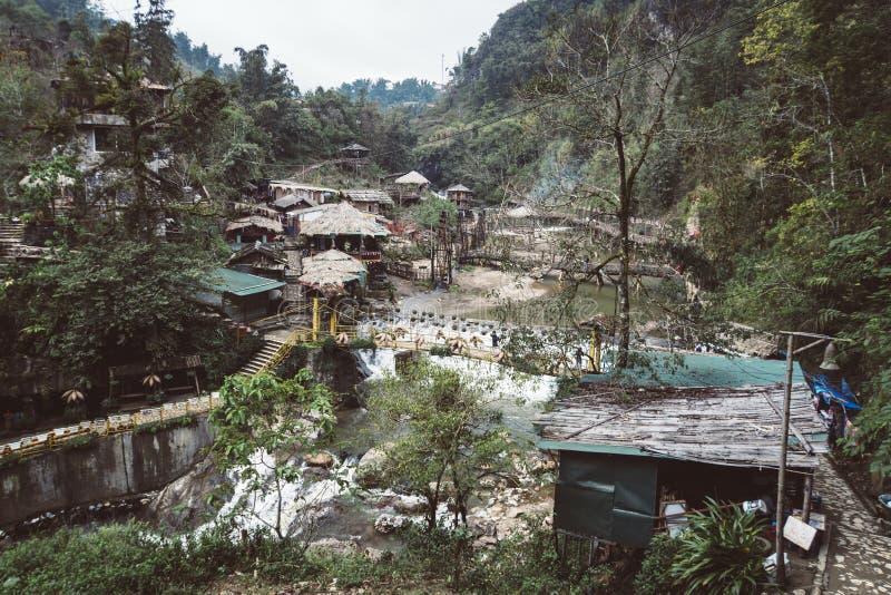 Деревня кота кота, традиционная деревня назвала Кота Кота около Sapa, традиционного образа жизни небольших людей севера Вьетнама стоковое изображение rf
