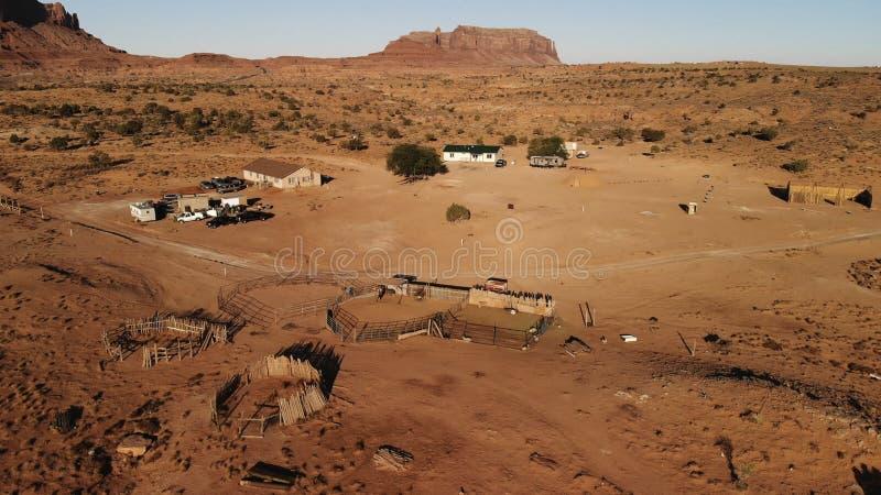 Деревня около долина памятника Oljato†«в Аризоне Hou ранчо стоковые изображения rf