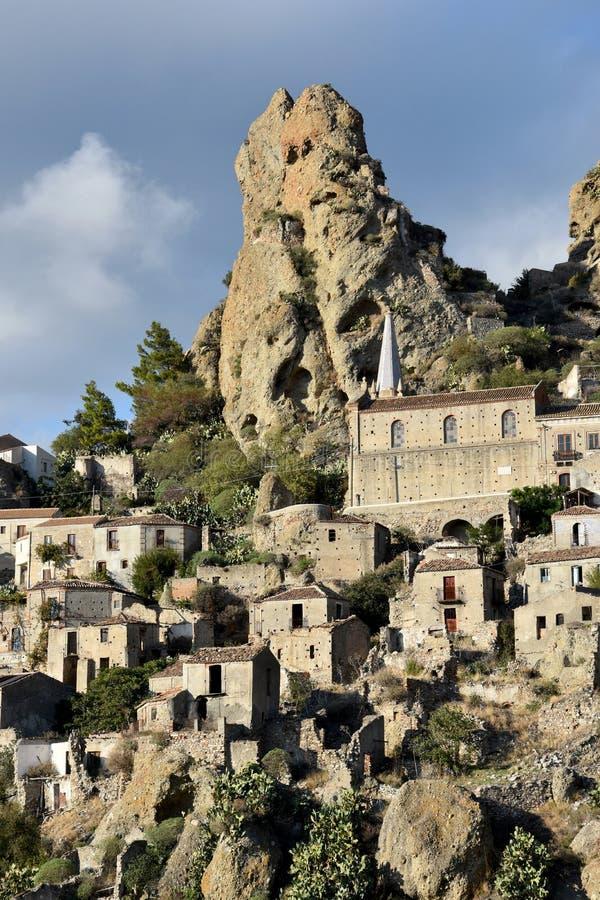 Деревня призрака в Pentedattilo, Калабрии стоковое фото rf
