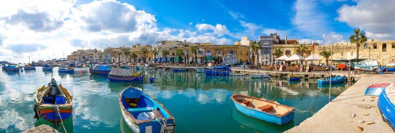 Деревня рыболовов Marsaxlokk в Мальте заречье moscow один панорамный взгляд стоковая фотография