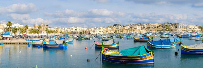 Деревня рыболовов Marsaxlokk в Мальте заречье moscow один панорамный взгляд стоковое изображение rf
