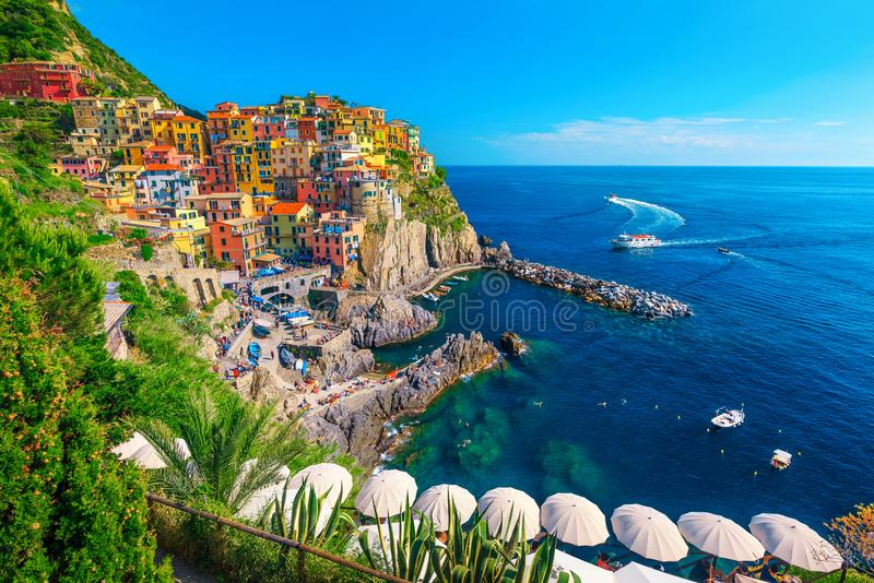 Деревня с красочными зданиями, Cinque Terre Manarola touristic, Лигурия, Италия стоковое изображение