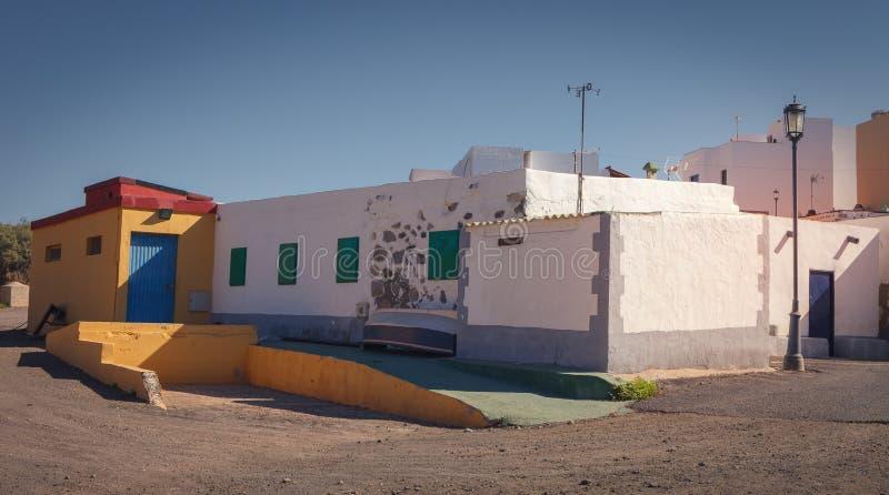 Деревня улицы Ajuy в восточной Фуэртевентуре, с тропическим климатом, Канарские острова, Испания стоковые фотографии rf