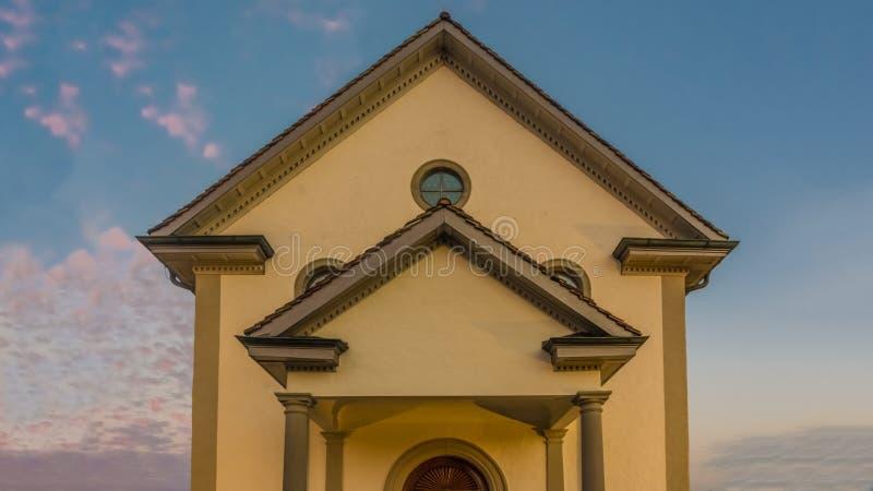 Деревня Busskirch & x28; Kirchdorf& x29; церковь в Rapperswil-Jona, St Gal стоковые фотографии rf