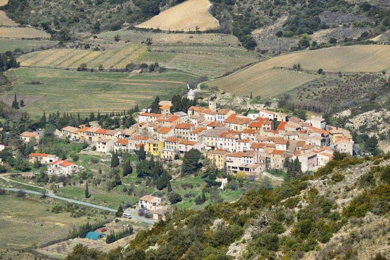 Деревня Cucugnan в Лангедок-Русильоне, Франции стоковое фото