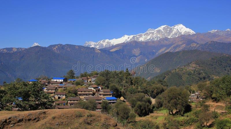 Деревня Ghale Gaun Gurung и ряд Annapurna стоковые изображения