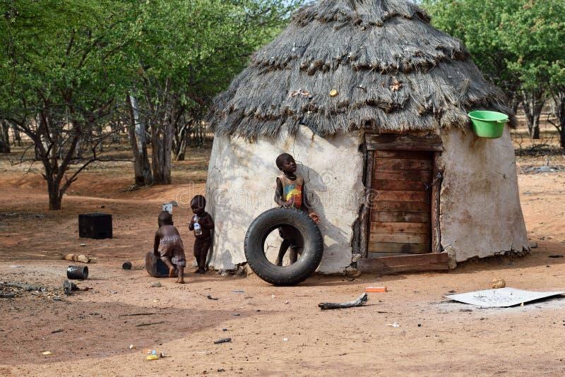 Деревня Himba в Намибии стоковое изображение rf