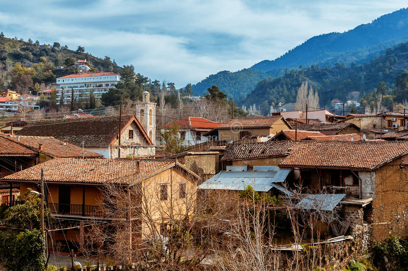 Деревня Kakopetria живописная деревня расположенная в горах Troodos Район Никосии, Кипр стоковое фото