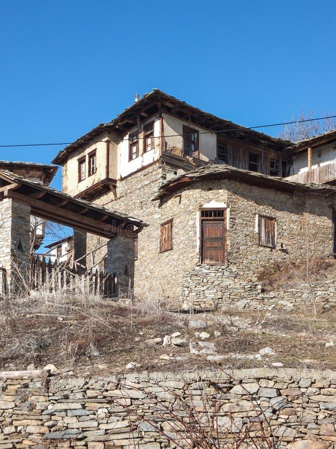 Деревня Leshten с подлинными домами девятнадцатого века, Болгарии стоковое фото