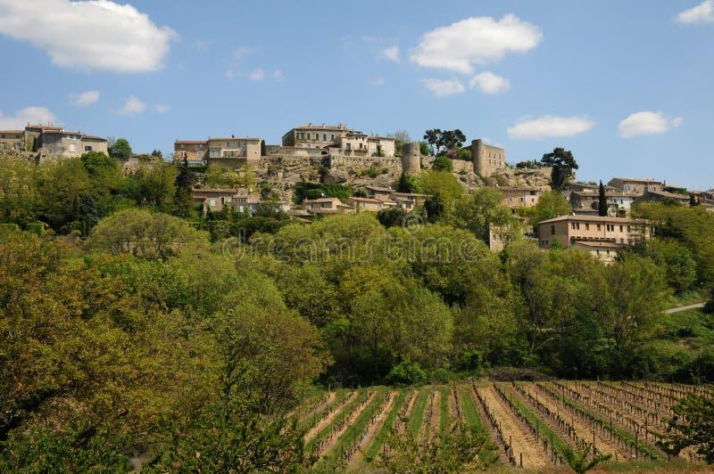 Download Деревня Menerbes в Провансали Стоковое Фото - изображение насчитывающей наследие, touristy: 33737380