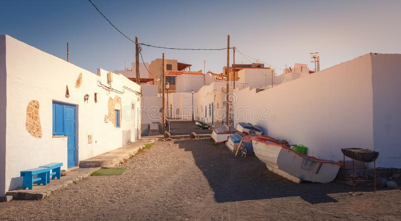 Деревня SStreet Ajuy в восточной Фуэртевентуре, с тропическим климатом, Канарские острова, Испания стоковые изображения