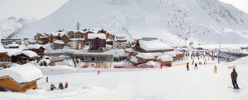 Деревня Tigne le Lac покрытого со снегом в зиме, Альп Франции стоковое фото