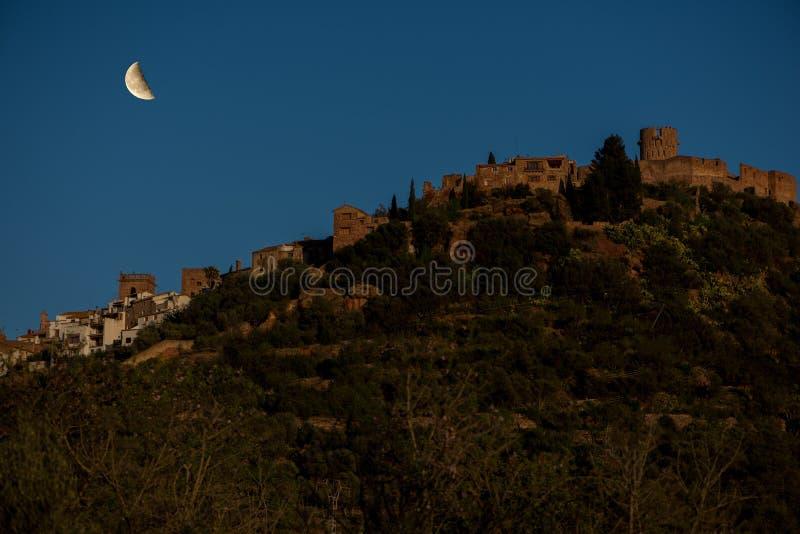 Деревня villafames под луной стоковые фото