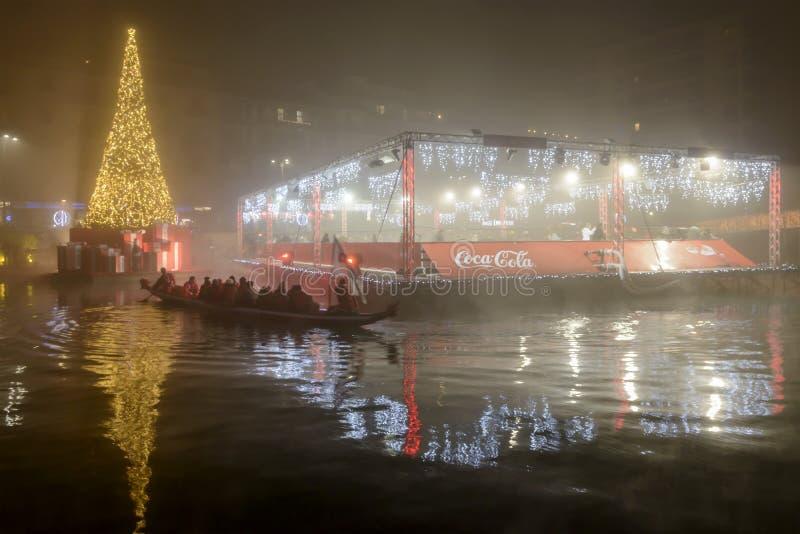 Дерево весельной лодки, Xmas и плавая каток на enbakmen Darsena стоковые фото