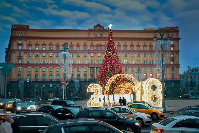 Дерево Нового Года и украшение освещения на Lubyanka придают квадратную форму стоковые изображения