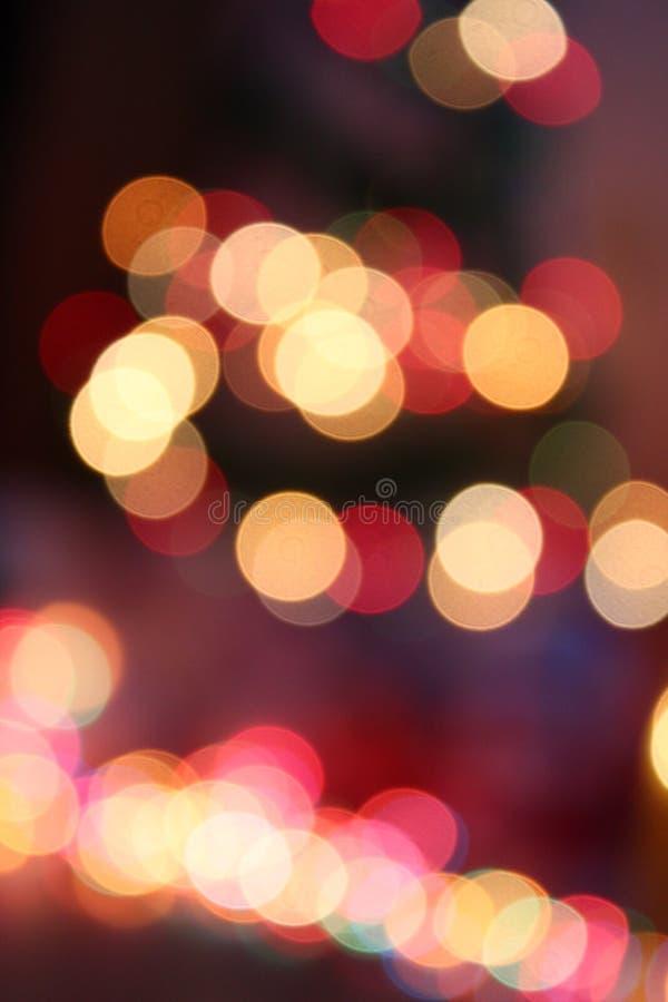 Дерево Chrismas с покрашенными светами выглядит как предпосылка Нового Года изображение defocusin стоковые фото