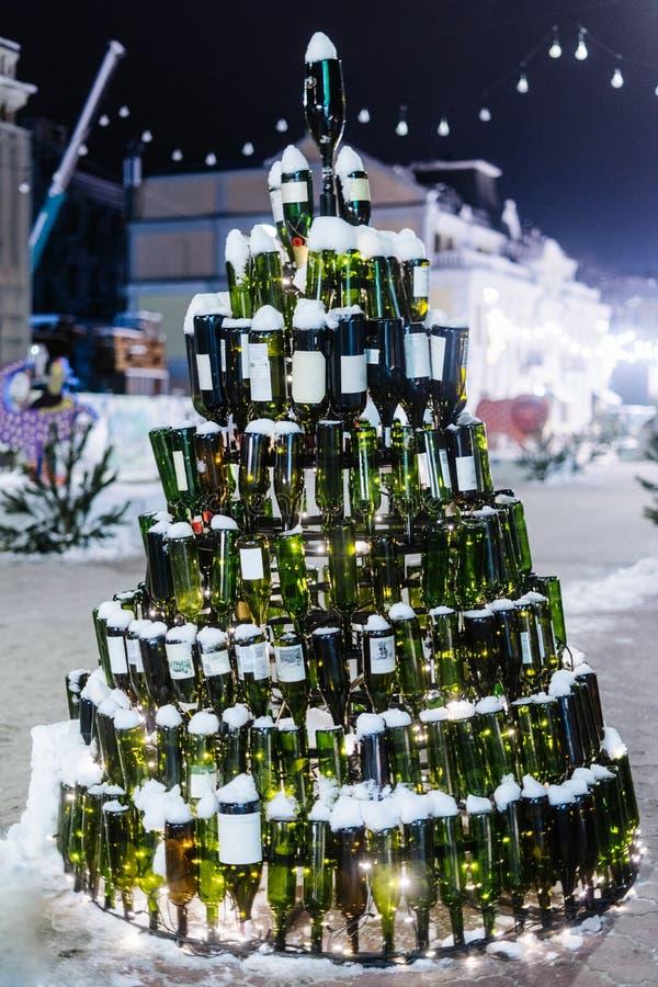 Дерево Christmass сделанное с бутылками вина стоковые фото