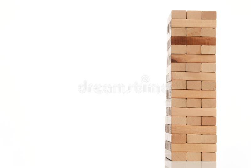 Деревянная башня блоков изолированная на белой предпосылке стоковые фотографии rf