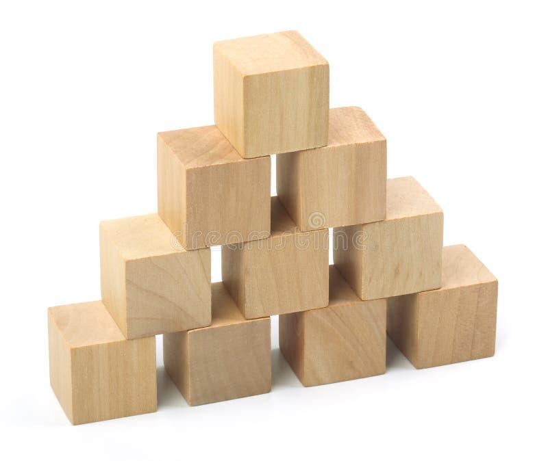 Деревянная башня блоков на белой предпосылке стоковое изображение
