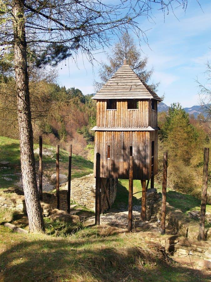 Деревянная башня городища в Havranok стоковые фото
