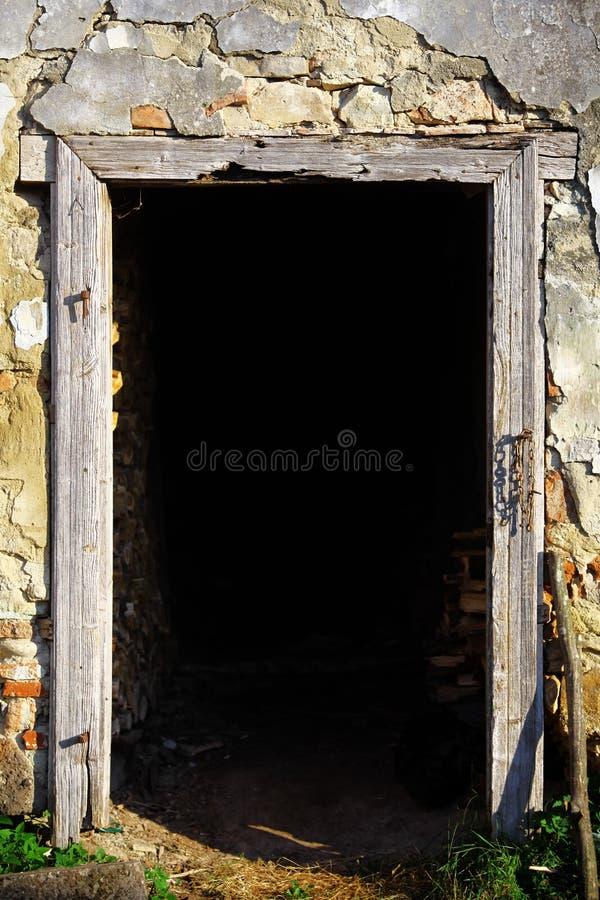 Деревянная дверная рама стоковые фото