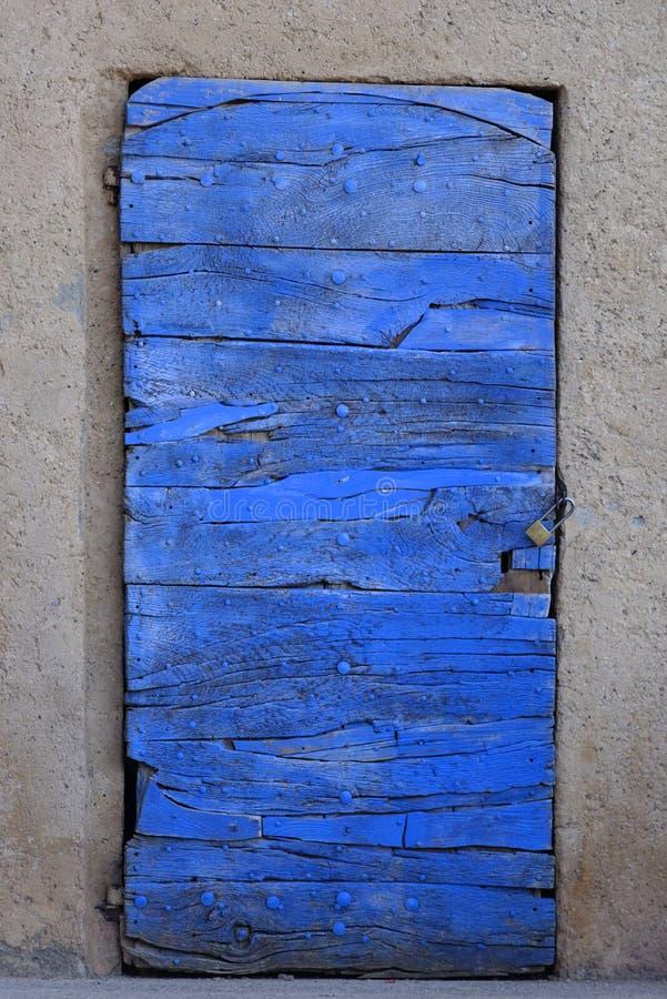 Деревянная дверь в Провансали стоковые изображения rf