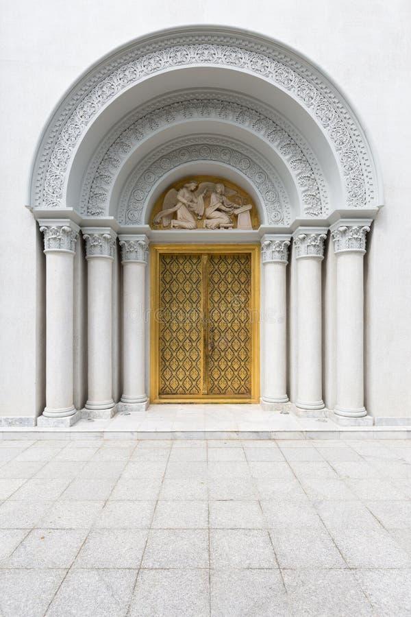 Деревянная дверь линии тайской традиционной тайской картины стиля с Cor стоковые изображения rf